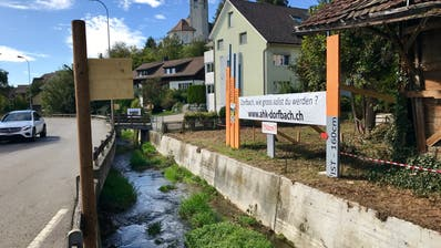 Der Dorfbach entlang der Oberdorfstrasse, wie er sich heute präsentiert. (Bild: Andrea Häusler)