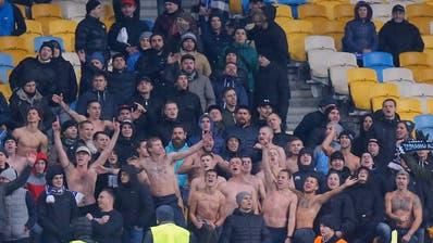 Das sind alle Fans von Dynamo Kiew, die am Donnerstagabend für das Europa-League-Spiel gegen den FC Lugano, in den Kybunparkangereist sind. 97 Fans an der Zahl. (Bild: Claudio Thoma/freshfocus)