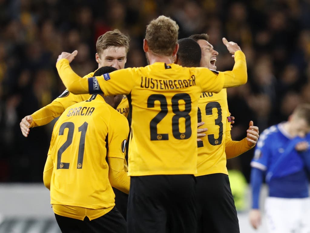 Das sehr späte 2:1 versetzte die Spieler und das ganze Stade de Suisse in Begeisterung (Bild: KEYSTONE/PETER KLAUNZER)