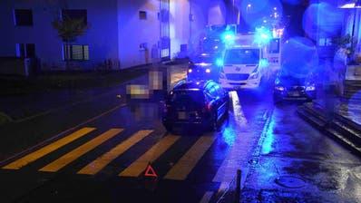 Ein Mann musste nach einem Unfall mit Verletzungen ins Spital eingeliefert werden. (Bild: Kapo)