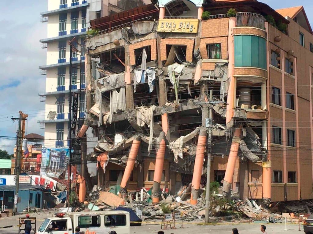 Ein vom Erdbeben am Donnerstag beschädigtes Hotel in der philippinischen Stadt Kidapawan. (Bild: KEYSTONE/AP/WILLIAMOR MAGBANUA)