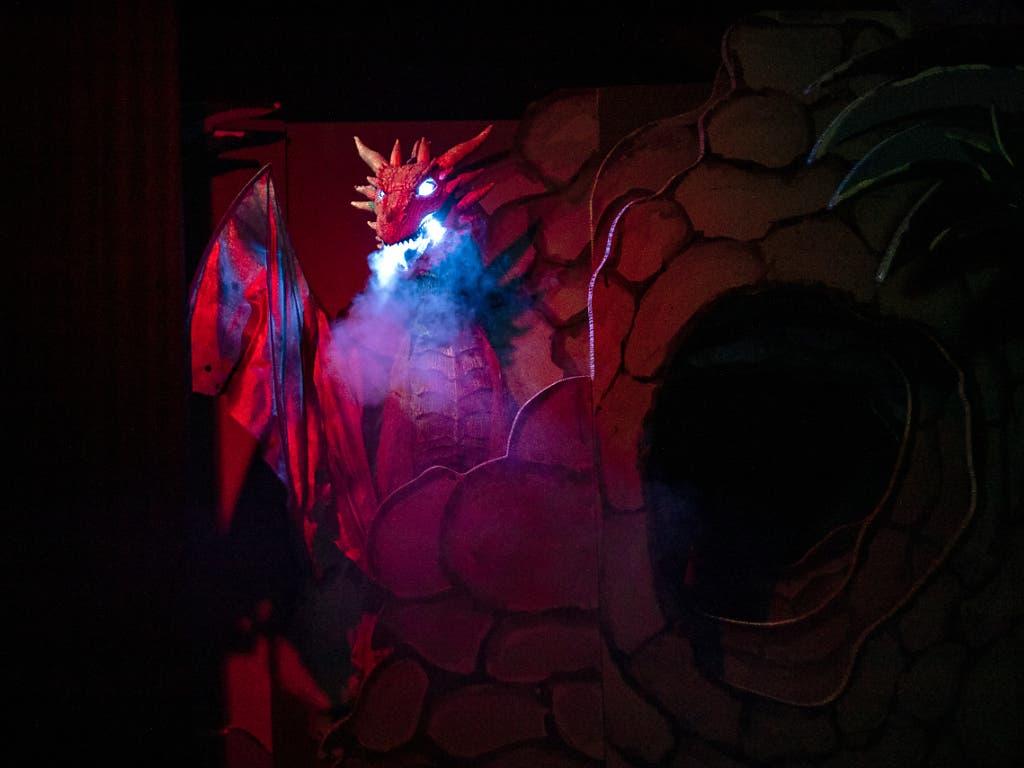 Für den Auftritt des feuerspeienden Drachen müssen die Rauchmelder im Museum deaktiviert werden. (Bild: KEYSTONE/ALEXANDRA WEY)