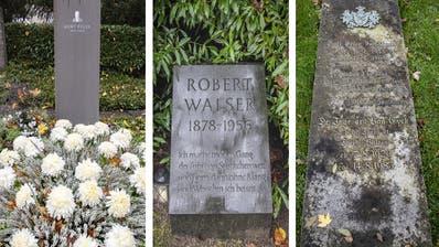 Ein Ritual für viele Menschen: Der Friedhofsbesuch an Allerheiligen. (Bild: Urs Bucher)