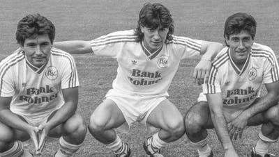 Die Südamerika-Fraktion des FC St.Gallen: Die drei Chilenen Patricio Mardones, Iván Zamorano und Hugo Rubio sowie der Schweiz-Argentinier Daniel Raschle (von links) am 1. August 1989 im Stadion Espenmoos. (Bild: Keystone)