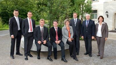 Der Münchwiler Gemeinderat der Legislatur 2019-2023 mit Präsident Guido Grütter (Zweiter von rechts), Nadja Stricker (ganz rechts) und Jos-Reto Bernet (Fünfter von rechts). (Bild: PD)