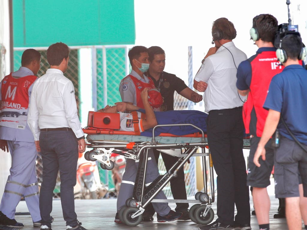 Marc Marquez wird zur weiteren Behandlung ins Spital übergeführt (Bild: KEYSTONE/EPA/RUNGROJ YONGRIT)