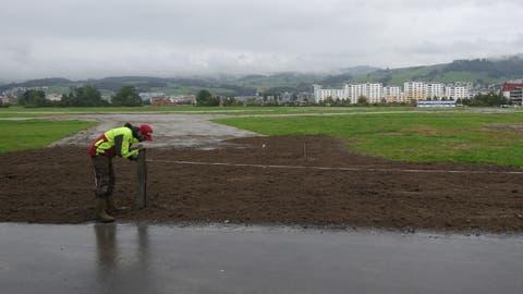 Landwirt Philipp Freimannauf seinem Land, wo im Hintergrund die Arena stand. (Bilder: Zoe Gwerder, 4. Oktober 2019)