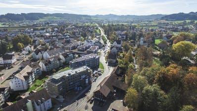 Die Münchwiler Stimmbürger befinden am 20. Oktober über den Verkauf der drei gemeindeeigenen Liegenschaften an der Waldeggstrasse (Bild: Olaf Kühne, Oktober 2017)