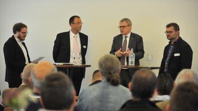 Diskutierten über Highspeed-Internet (von links): Moderator Florian Arnold, Marco Quinter von UPC, Regierungsrat Urban Camenzind, EWU-Geschäftsführer Georg Simmen. (Bild: Urs Hanhart, Andermatt, 4. Oktober 2019)