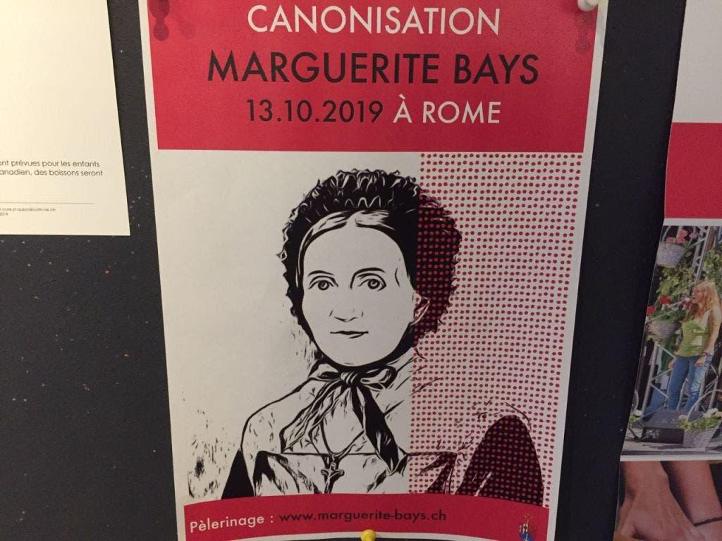 Ein Plakat für die Wallfahrt zur Heiligsprechung von Marguerite Bays in Rom. (Bild: Philippe Lebet - Keystone-ATS)