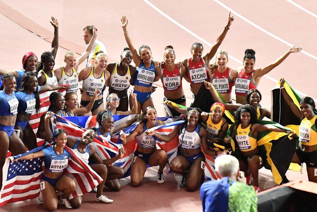 Jubeln gemeinsam: Die Finalistinnen über 4x100 Meter. (Bild: Keystone)