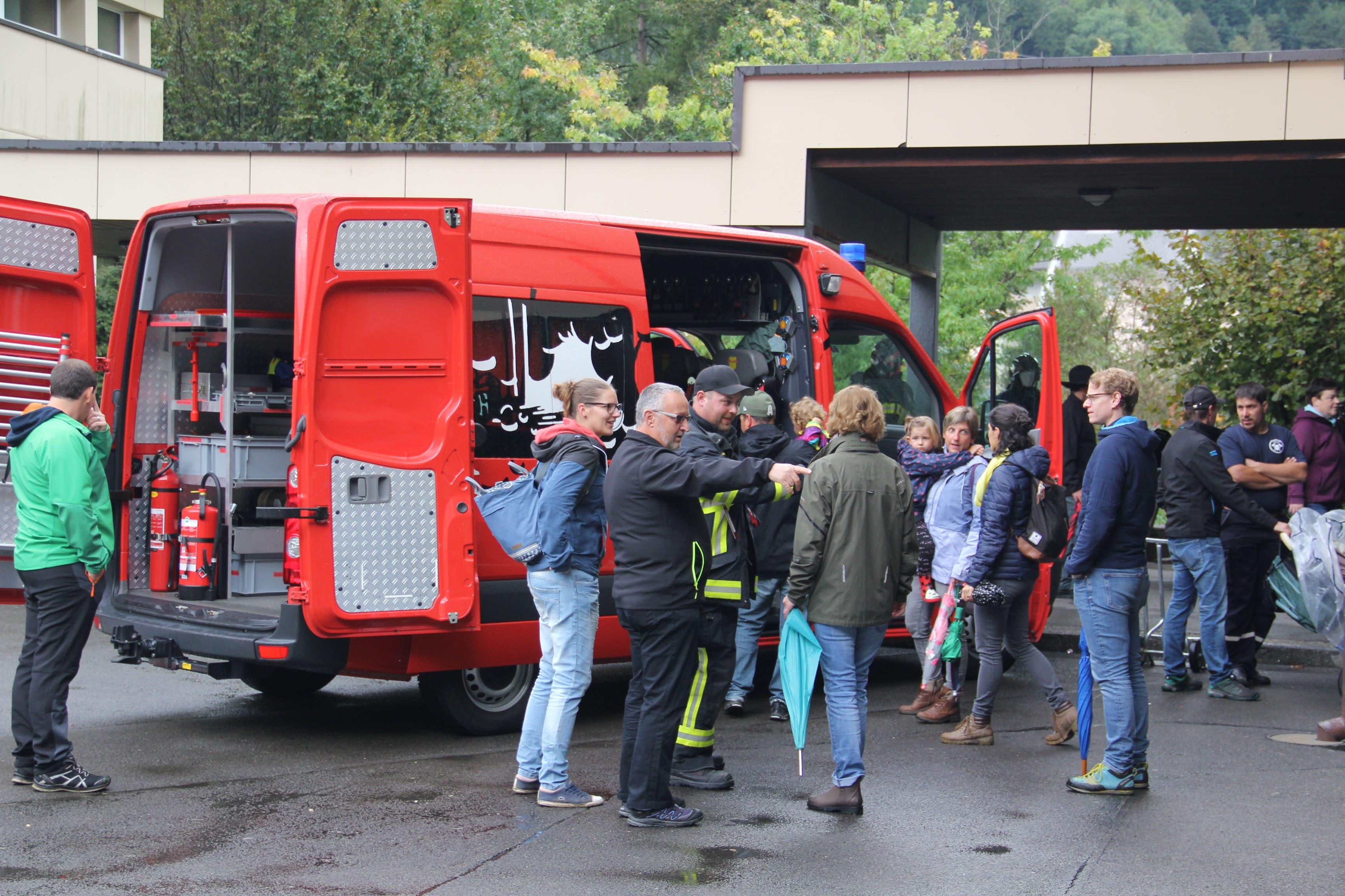 Besonders beliebt waren die Mitfahrgelegenheit mit einem Feuerwehrauto. (Bild: Paul Gwerder, Erstfeld, 5. Oktober 2019)