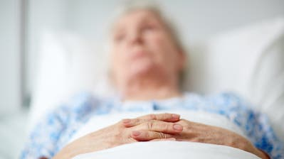 """Ist Sterbefasten die sanfte Art zu sterben? """"Wir wissen noch viel zu wenig darüber"""", sagt der Pflegewissenschafter André Fringer. (Bild: Getty Images)"""