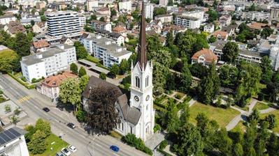 Mitten im Zentrum und ganz schön laut: die evangelische Stadtkirche im Quartier Egelshofen. (Bild: Reto Martin)