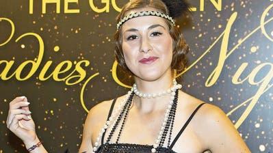 Belinda Bencic zeigt sich an der Spielerinnen-Party in Linz im 20er-Jahre-Look. (Bild: Jürgen Hasenkopf, 7. Oktober 2019)