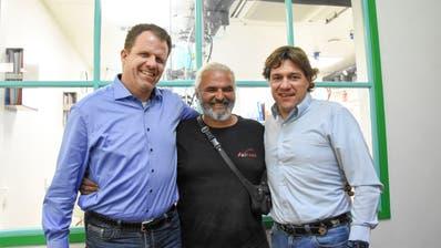 Rolf Locher, CEO Ai Lab Swiss AG, Daniele Schibano, Geschäftsführer der Schibano Pharma Group AG, sowie Andreas Scherrer, COO und CFO der Schibano Pharma Group AG (von links). (Bild: Urs M. Hemm)