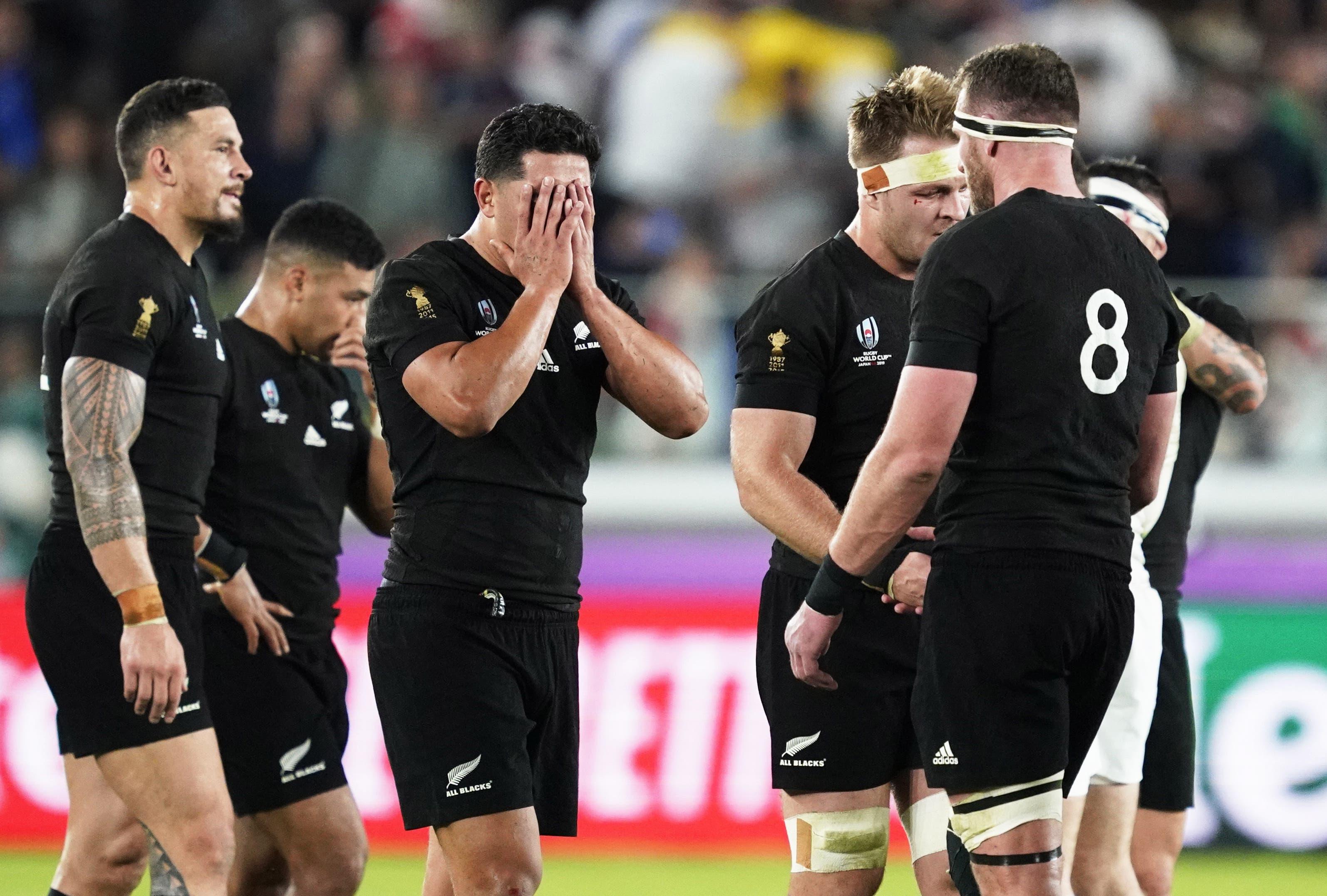 Neuseelands Zeit ist zu Ende: Wenigstens der Abschied war versöhnlich: 40:17 gewannen die «All Blacks» gegen Wales das Spiel um Platz drei. Doch das wird kaum über die Enttäuschung der Halbfinalniederlage hinwegtrösten. Eine Ära von zwölf Jahren ohne Niederlage endet. (Bild: EPA/FRANCK ROBICHON)