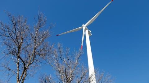 Die Windenergieanlage in Oldis in Haldenstein. (Bild: Keystone/Arno Balzarini)