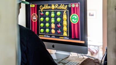 Online-Casinos haben keine Öffnungszeiten und sind überall verfügbar – sofern man Geld hat. (Bild: Nadia Schärli)