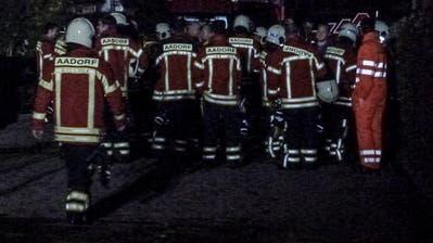 In der Nacht von Donnerstag auf Freitag steht die Aadorfer Feuerwehr bis halb zwei Uhr im Einsatz. (Bild: Kurt Lichtensteiger)