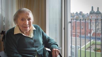 Aus ihrem Zimmer blickt Francesca Placereani auf die Kathedrale. Früher war sie jeden Tag dort. Das lässt ihre Gesundheit nicht mehr zu. (Bild: Lisa Jenny)
