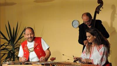 Hackbrettmusik 3.0: Fredi Zuberbühler, Roland Christen und Andrea Kind. (Bild: Michael Hug)