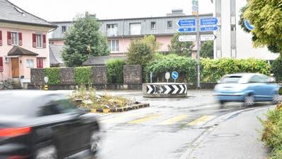 Obwohl die Sirnacher den Zusatzkredit abgelehnt haben: Das Kreisel-Provisorium am Knoten Winterthurerstrasse/Q20 steht nicht mehr lange. (Bild: Roman Scherrer)