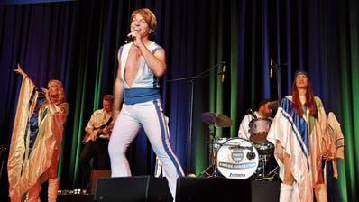 Uzwiler Publikum sagt «Thank you for the Music» bei Konzert von Abba-Tribute-Band