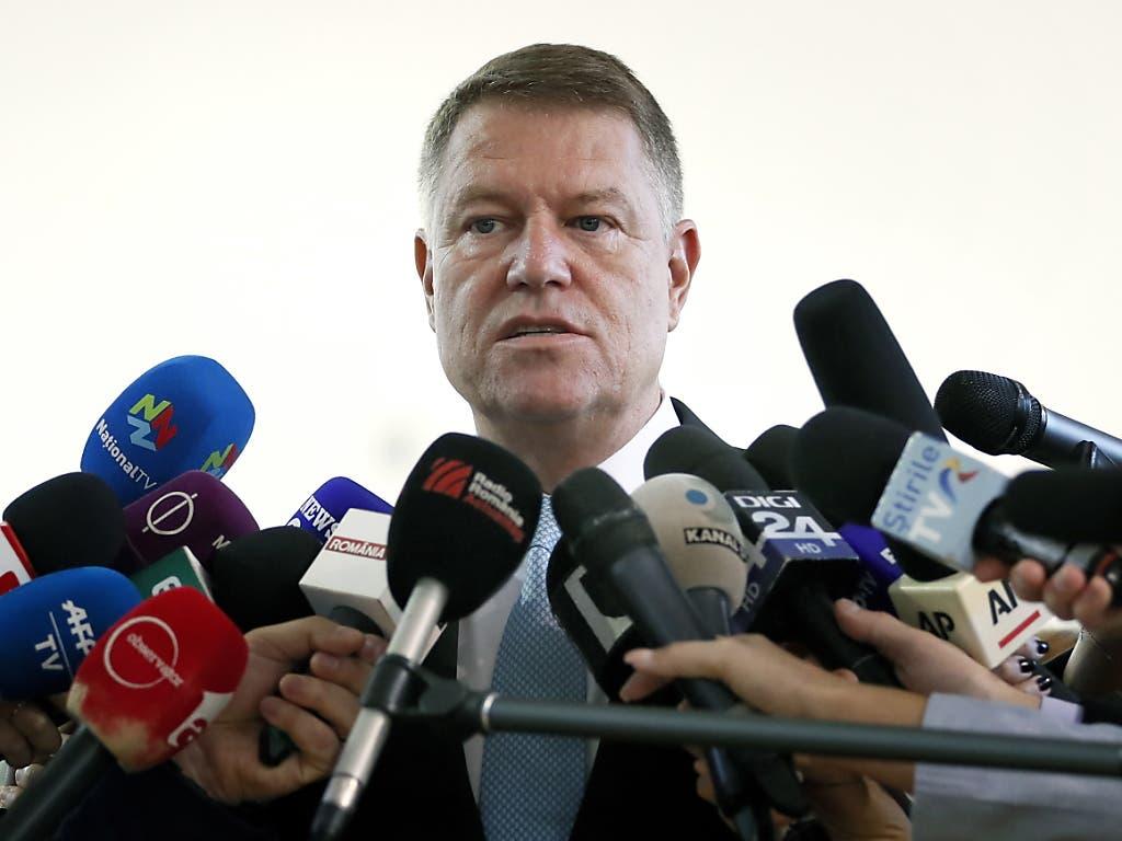Favorit bei der Präsidentschaftswahl in Rumänien ist Amtsinhaber Klaus Iohannis. (Bild: KEYSTONE/EPA/ROBERT GHEMENT)