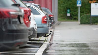 Der Baarer Gemeinderat überarbeitet das Parkraumkonzept. (Bild: Maria Schmid, Baar, 7. November 2019)