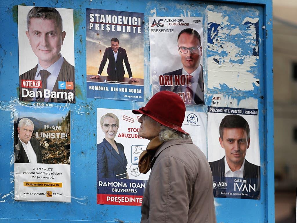In Rumänien wird am heutigen Sonntag ein neuer Präsident gewählt. (Bild: KEYSTONE/EPA/ROBERT GHEMENT)