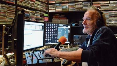 Aschi Theis ist Vollblutmoderator und sitzt gerne hinter dem Mikrofon. (Bild: Christoph Heer)