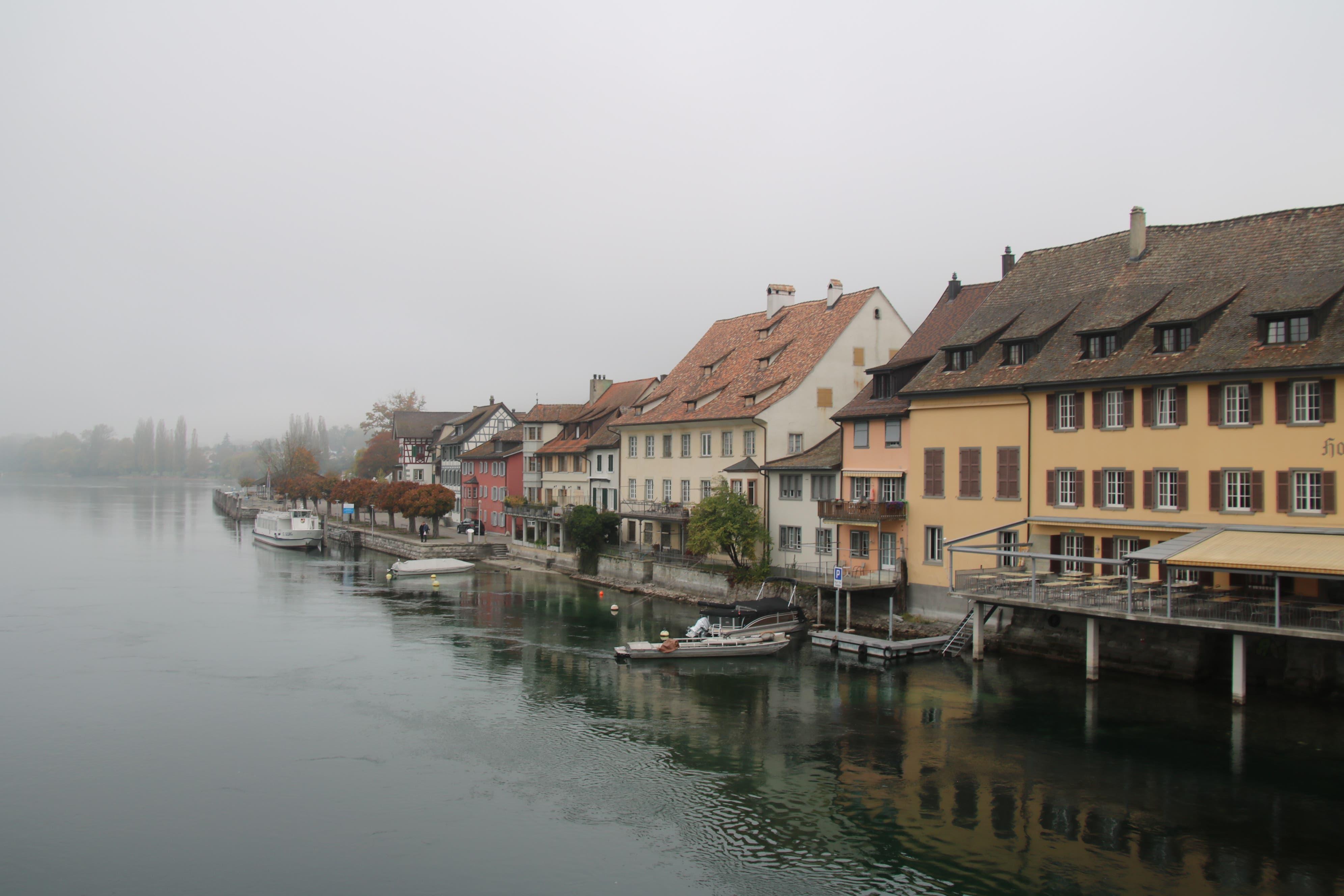 Noch im Nebel: Stein am Rhein ist vor allem für seine gut erhaltene Altstadt bekannt.