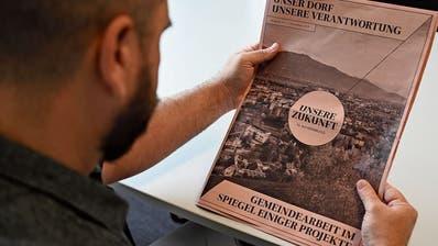 In einer elfseitigen Zeitung kritisiert die IG Au-Heerbrugg die Arbeit des Gemeinderates scharf. (Bild: Max Tinner)