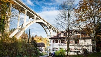Im Schatten der St.Galler Fürstenlandbrücke befindet sich offiziell der Hauptsitz der Firma SRI Baumanagement AG. (Bild:Urs Bucher)