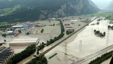 2005 setzten Hochwasser der Schweiz zu - im Bild Schattdorf im Kanton Uri. (Bild: KEY)