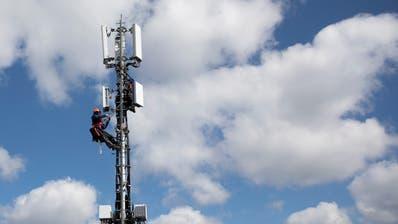 Installation einer 5G-Antenne der Swisscom in Bern. (Bild: Peter Klaunzer/Keystone, 26. März 2019)