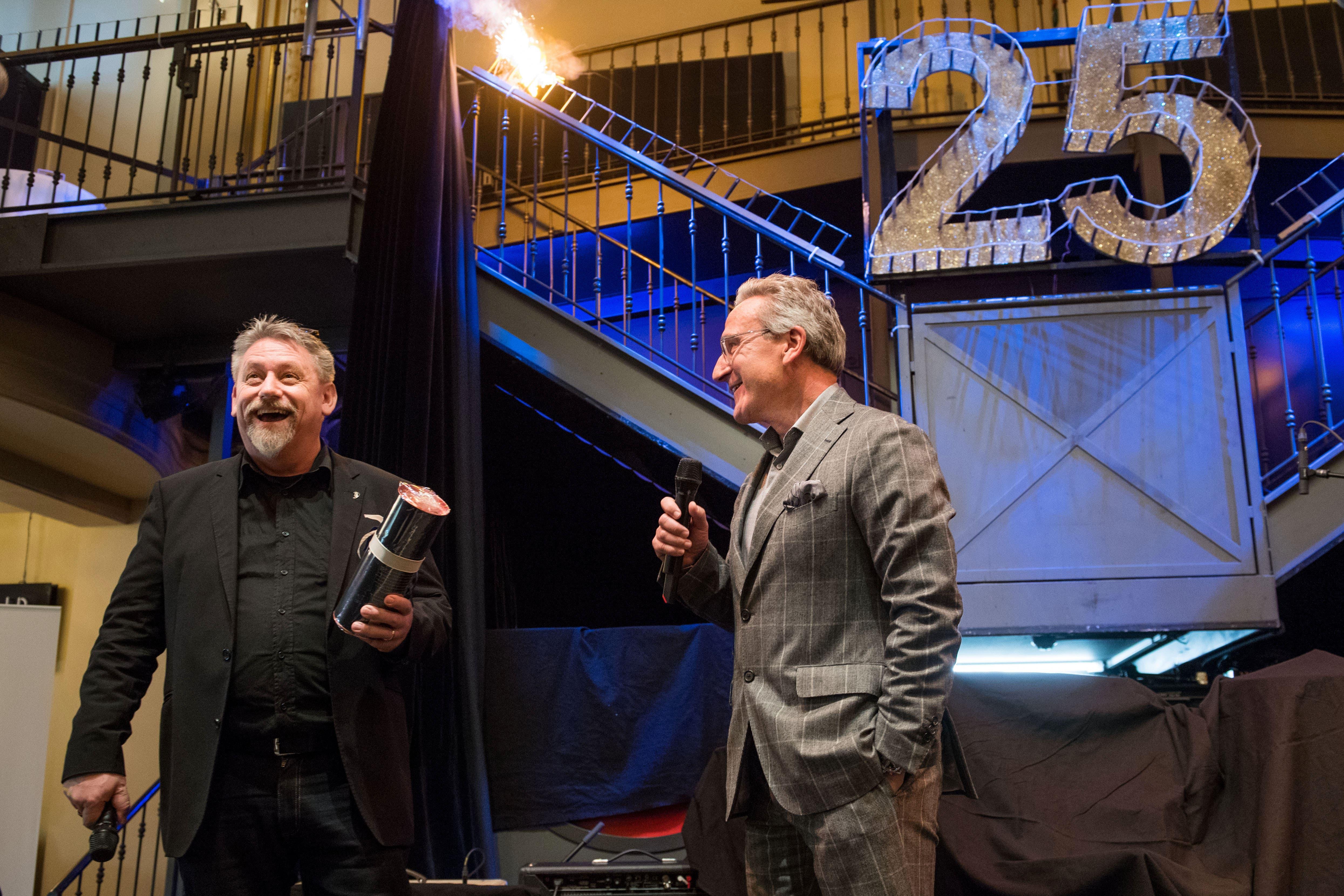 Freuten sich über das Jubiläum: Martin «Kari» Bründler, Präsident Lucerne Blues Festival, und Jürg Weber, Geschäftsführer Publishing. (Bilder: Eveline Beerkircher)