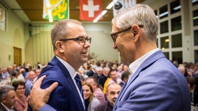 Gratulation nach dem Duell: Der unterlegene Urs Schrepfer (rechts) mit Sieger Urs Martin. (Bild: Reto Martin)