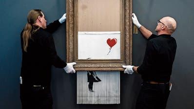 Banksy's «Love In The Bin» wurde noch im Auktionshaus verschreddert. (Bild: Getty Images)