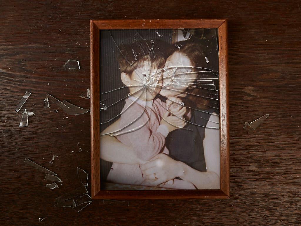 Ein schwerer Fall von jahrelangem Kindesmissbrauch erschüttert das Tessin. Das Gericht verhängte hohe Freiheitsstrafen gegen ein Elternpaar. (Bild: KEYSTONE/CHRISTOF SCHUERPF)