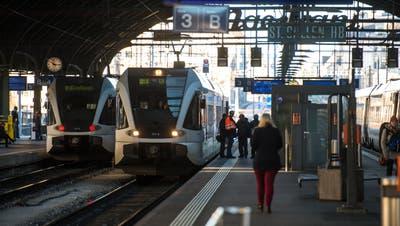 Die S-Bahn weist an den St.Galler Stadtbahnhöfen weiterhin Lücken auf. (Bild: Urs Jaudas - 16. Dezember 2013)