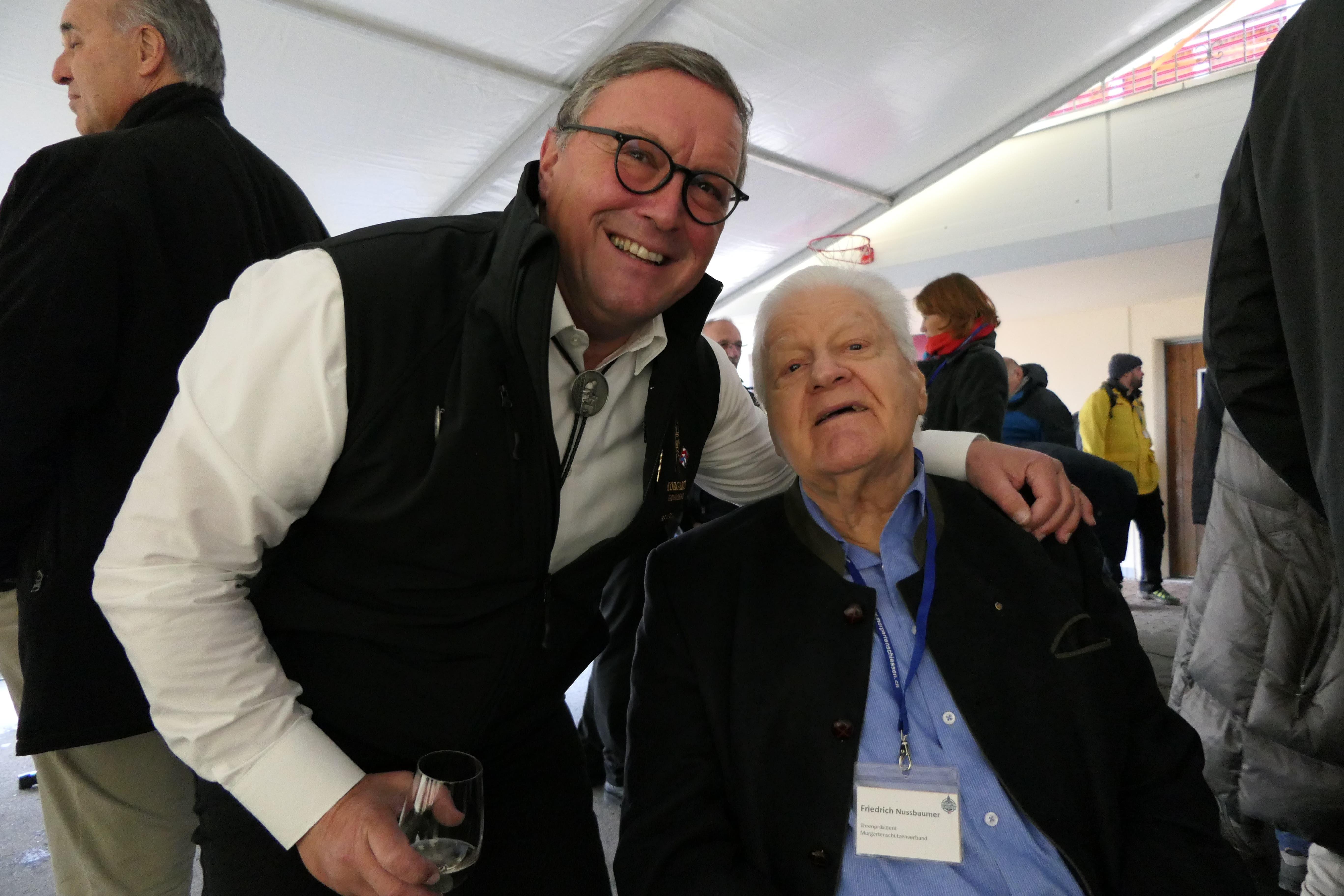 Urs Hürlimann, Präsident der Morgarten-Kommission, und sein Vorgänger, Ehrenpräsident Friedrich Nussbaumer. (Bild: Rahel Hug, Morgarten, 15. November 2019)