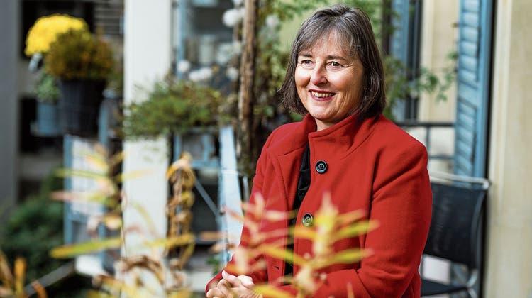 Annalisa Kuhn, aufgenommen auf dem Balkon ihrer Wohnung im Luzerner Neustadtquartier. Bild: Dominik Wunderli (Luzern, 14. November 2019)