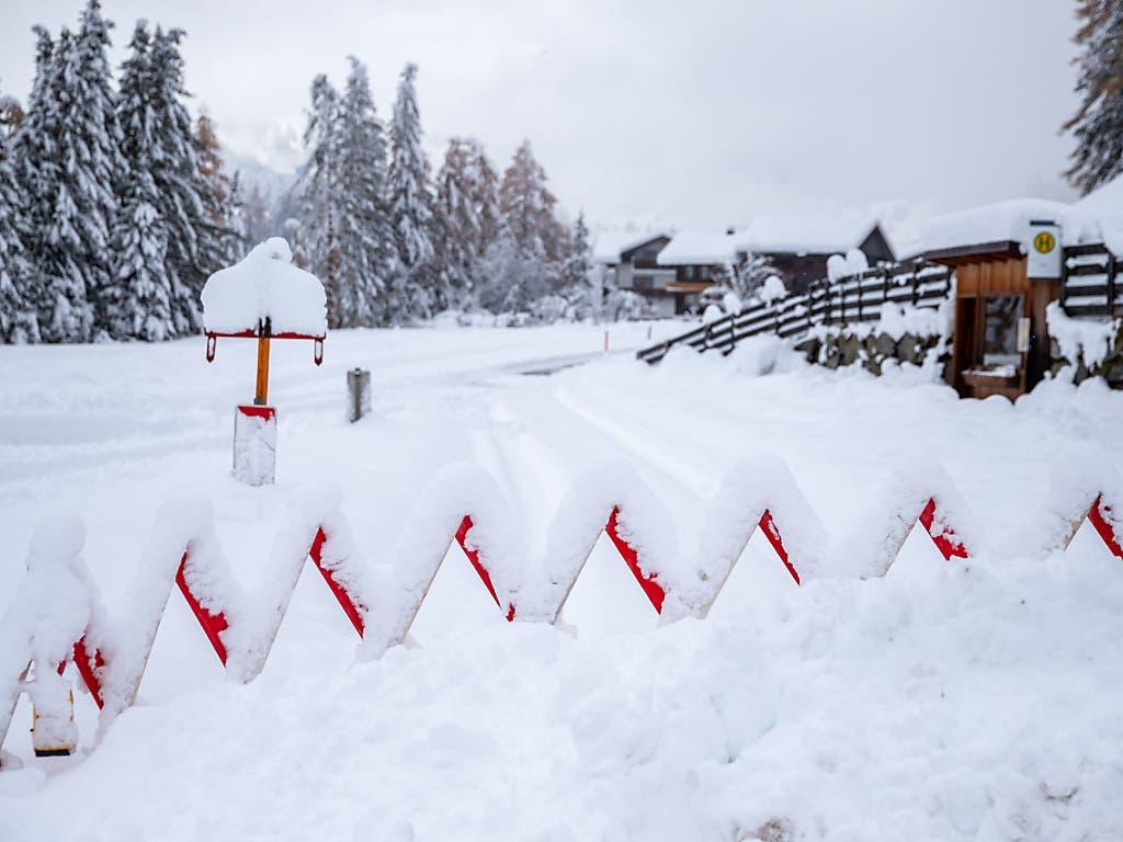 Wegen des vielen Schnees mussten in Osttirol in Österreich Strassen gesperrt werden. (Bild: KEYSTONE/APA/APA/EXPA/LUKAS HUTER)