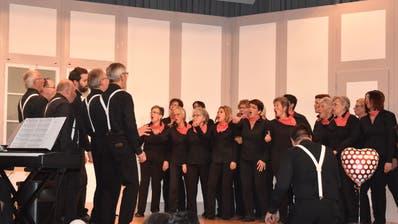 Der gemischte Chor Mettlen an seiner Unterhaltung. (Bild: Viviane Vogel)