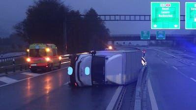 Beim Unfall entstand nach ein Sachschaden von rund 20'000 Franken. (Bild: Kantonspolizei Uri, Altdorf, 17. November 2019)