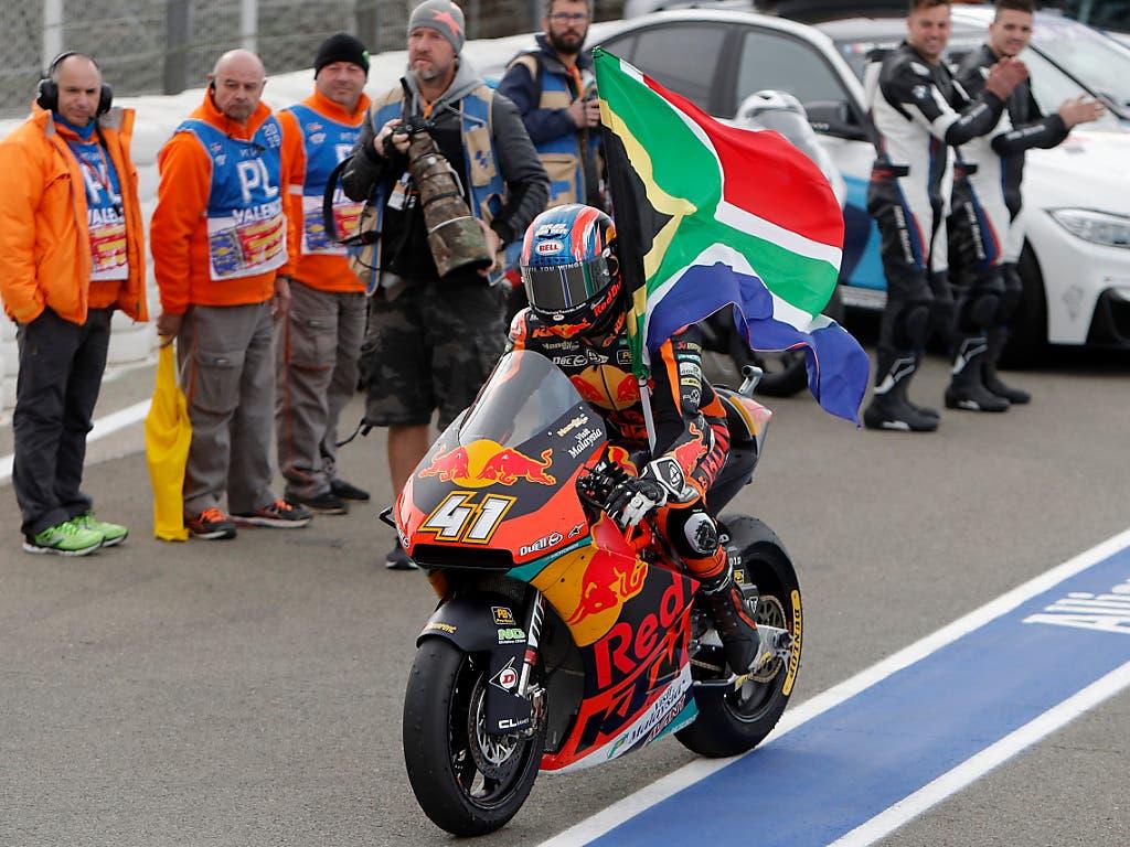 Der Südafrikaner Brad Binder feierte seinen Sieg in Valencia (Bild: KEYSTONE/AP/ALBERTO SAIZ)
