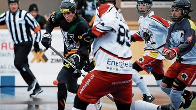 Oberwils Raphael Enzler (am Ball) erzielte das langersehnte 2:0. (Bild: Stefan Kaiser, Zug, 17. November 2019)