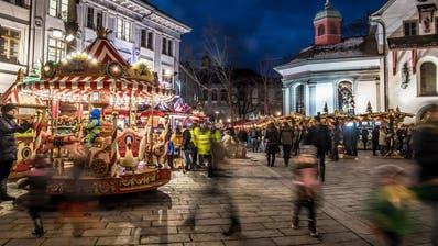 Der Weihnachtsmarkt auf dem Franziskanerplatz. (Bild: Nadia Schärli, Luzern, 1. Dezember 2018)
